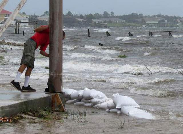 hurricane-isaac-pounds-louisiana-coast