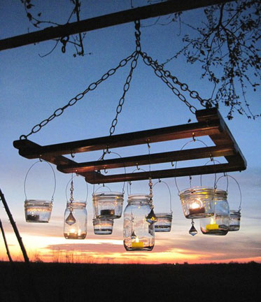 Vintage-mason-jar-chandelier-made-with-pallets