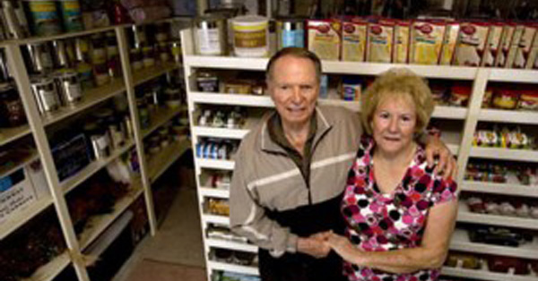 aa-preppers-older-couple