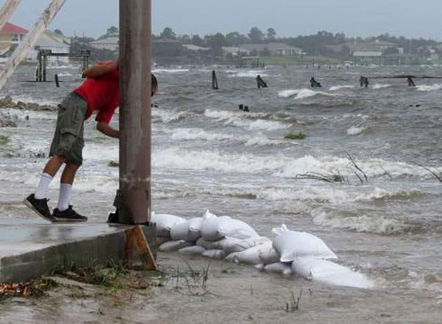 hurricane-isaac-pounds-louisiana-coast